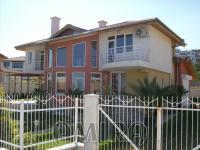 Furnished sea view villa 800m from the beach