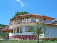 Furnished villa with pool near Albena front 1