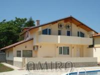 Furnished house 400 m from the beach