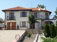 Huge furnished house with pool 28 km from Varna