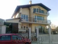 Big house near the beach in Byala