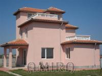 Sea view villa 200 m from a golf course