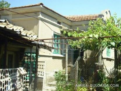 Cheap house in Bulgaria front 1