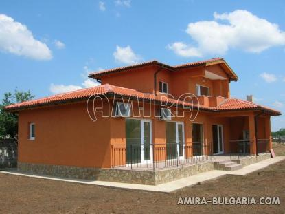 Massive 3 bedroom house 7 km from Balchik front