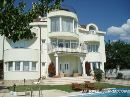 Luxury villa in Varna 3km from the beach front