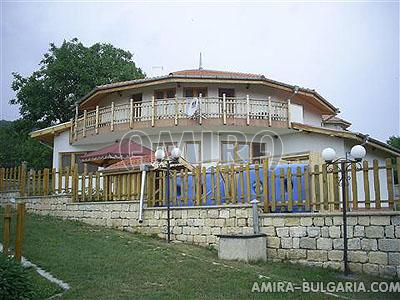 Furnished villa with pool near Albena front 2