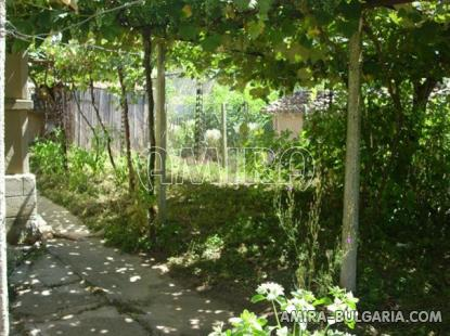 Cheap house in Bulgaria garden