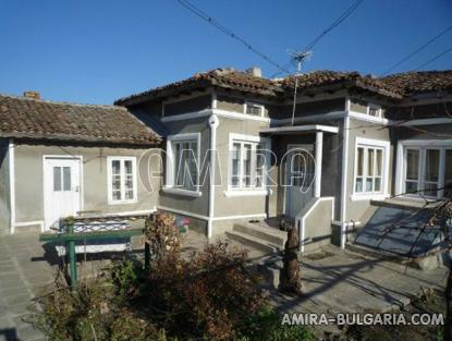 Cheap house in Bulgaria front 2
