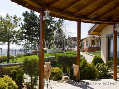 Luxury villa in Balchik garden