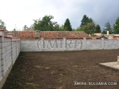 Massive 3 bedroom house 7 km from Balchik fence