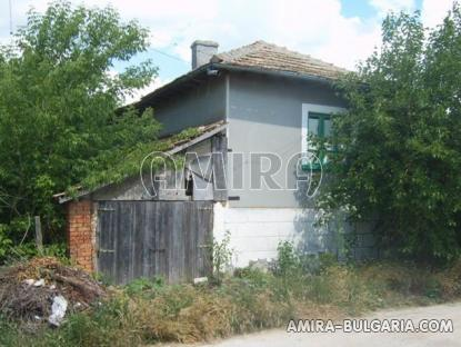 House in Bulgaria 60 km from the beach front 3