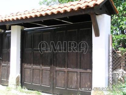 Cheap house in Bulgaria garden 5