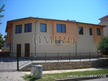 Furnished semi-detached bulgarian house 4 km from the beach complex