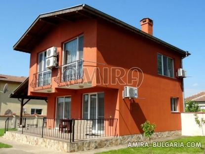 New house in Bulgaria 8 km from the beach