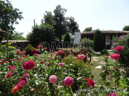 Authentic Bulgarian style house 400 m from a lake 5