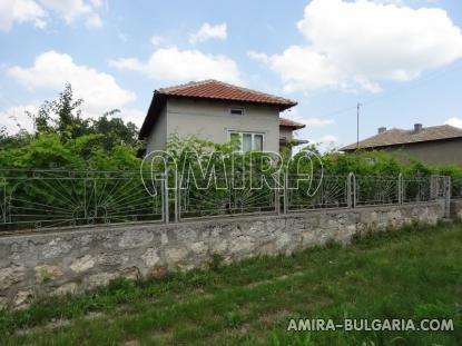 House in Bulgaria 40km from the seaside fence 3