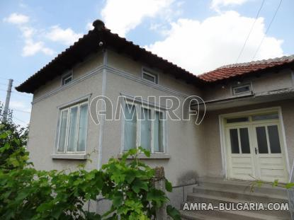 House in Bulgaria 40km from the seaside entry hall
