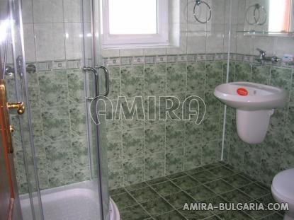 Massive 3 bedroom house 7 km from Balchik bathroom