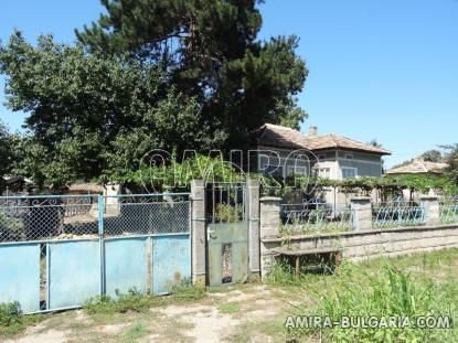 Bulgarian house in a well served village fence