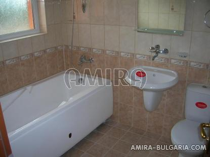 Massive 3 bedroom house 7 km from Balchik bath tub