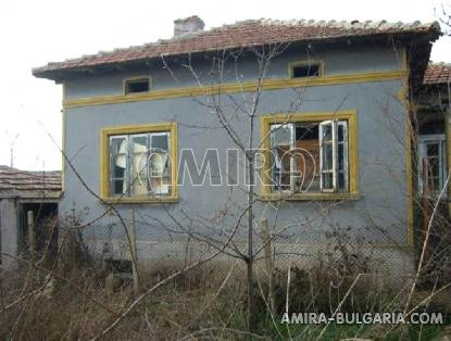 Old house 33km from the beach