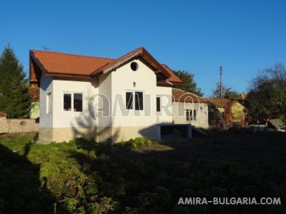 Renovated house in Bulgaria near a dam 4