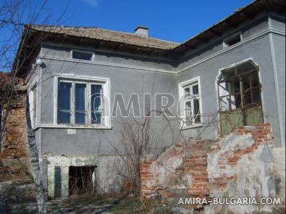 Bulgarian house with big plot 2