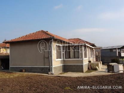 House 7 km from the beach
