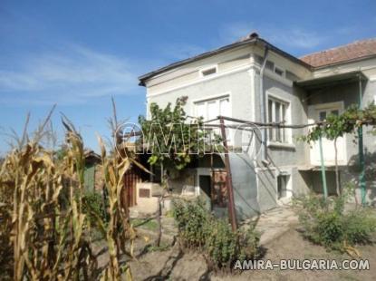 House near Dobrich Bulgaria 3