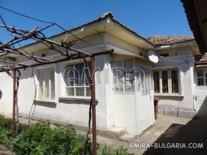 Town house with bar for sale 1