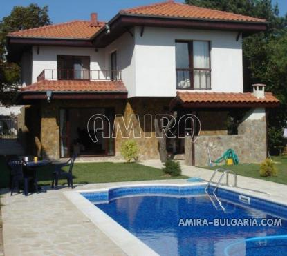 House with pool 900 m from the beach