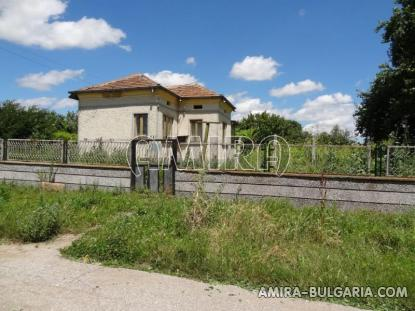 Bulgarian country house near a lake 5