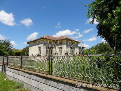 Bulgarian country house near a lake 6