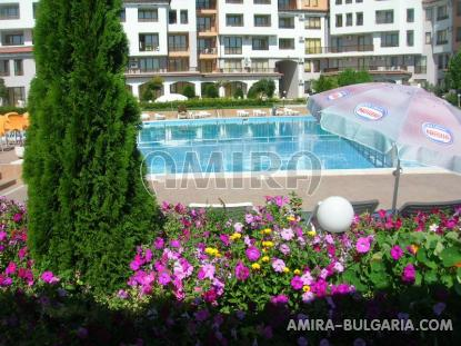 Furnished apartments in Bulgaria near Albena swimming pool