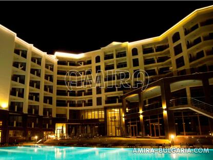 Furnished apartments in Golden Sands pool