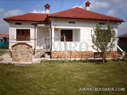 Renovated house next to Dobrich front 3