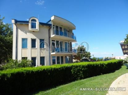 New house with pool 2 km from Balchik pool