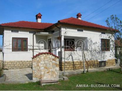 Renovated house next to Dobrich front