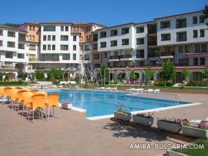 Furnished apartments in Bulgaria near Albena pool